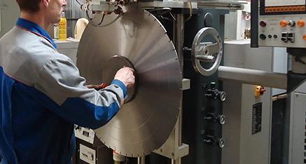 Наладка автомата для сборки алмазных отрезных сегментных кругов